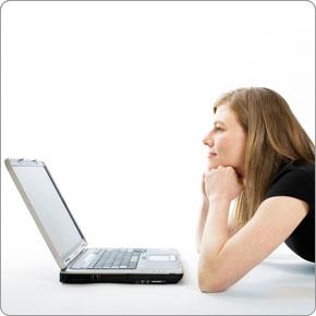 woman_floor_laptop